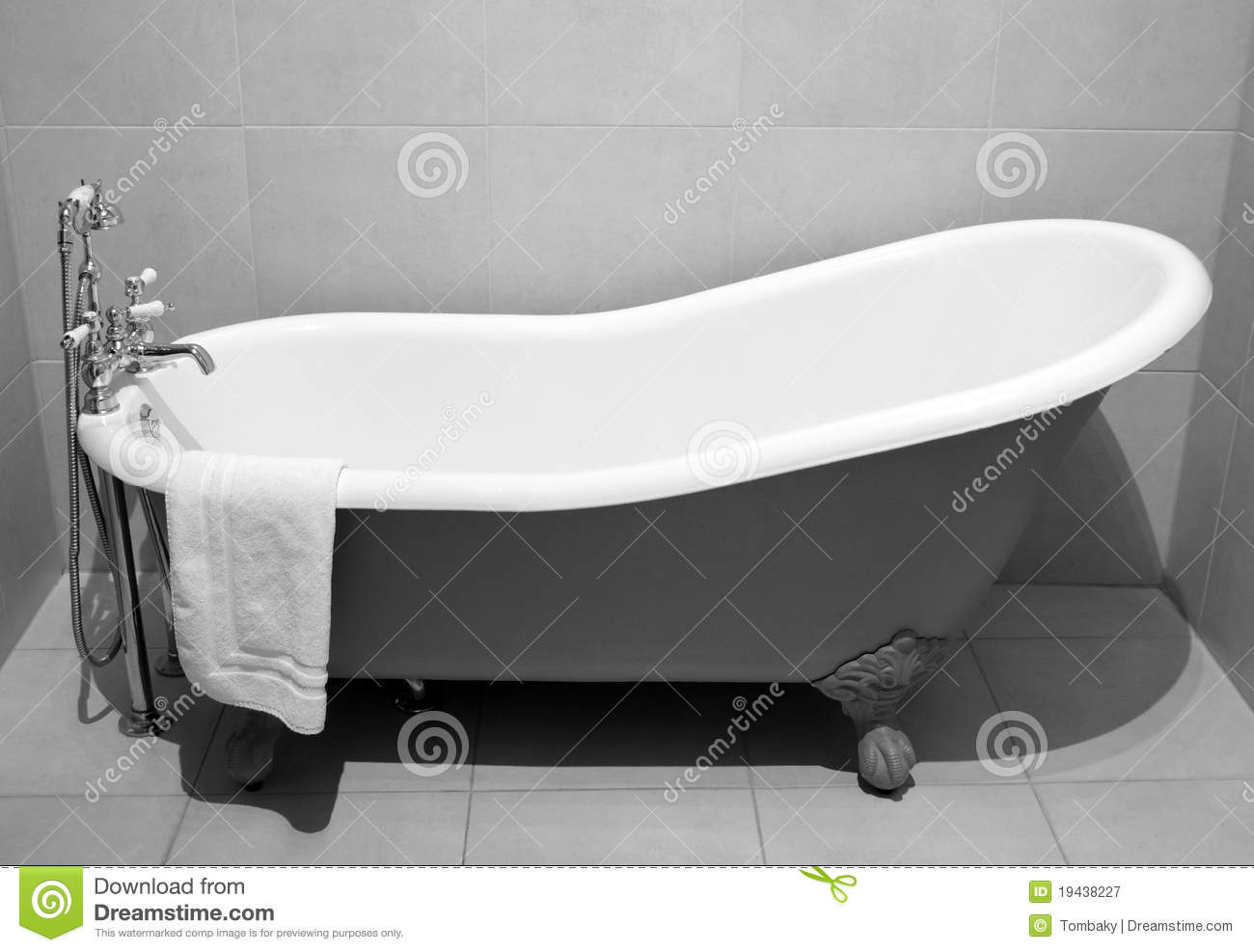 Old Style Bath Tub With Metal Legs Stock Image Image Of