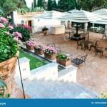 Pasos Que Llevan A Un Restaurante Al Aire Libre Foto De Archivo Imagen De Llevan Pasos 100554804