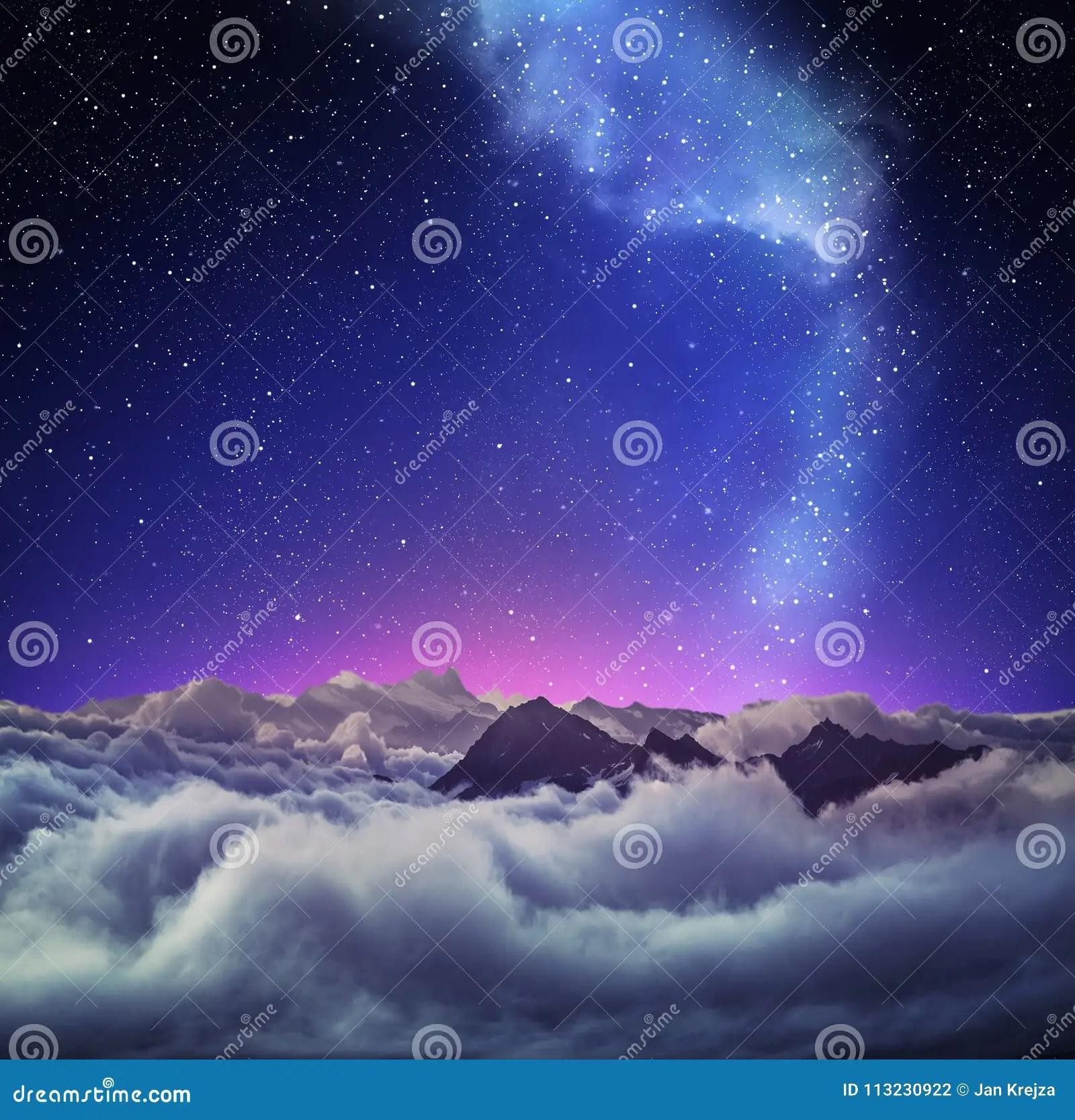 paysage de montagne sous le ciel etoile