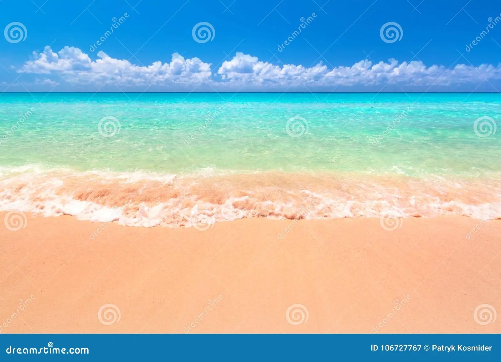 paysage de plage a la mer des caraibes