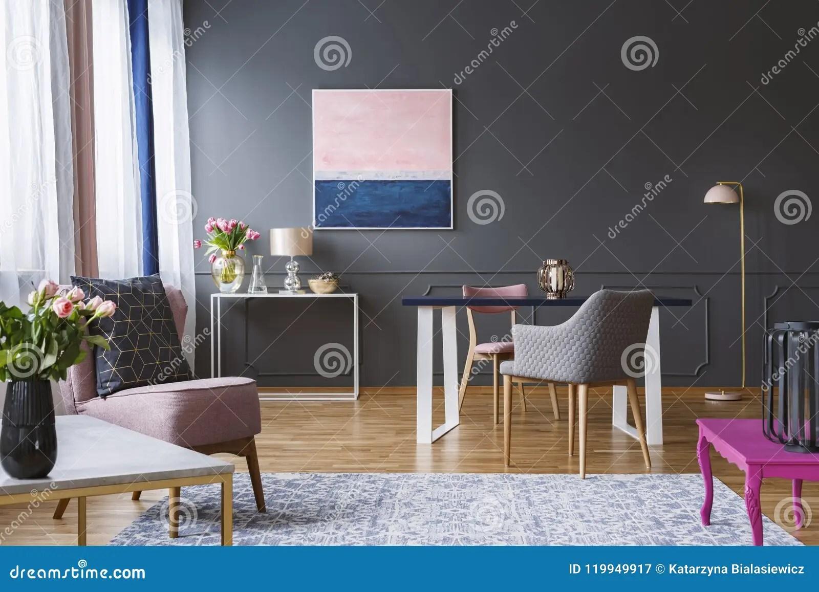 peinture de rose et de bleu marine dans