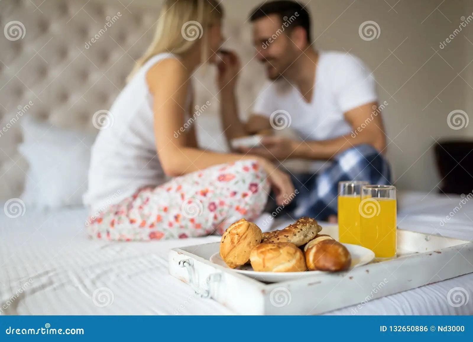 couples dans le lit photos libres