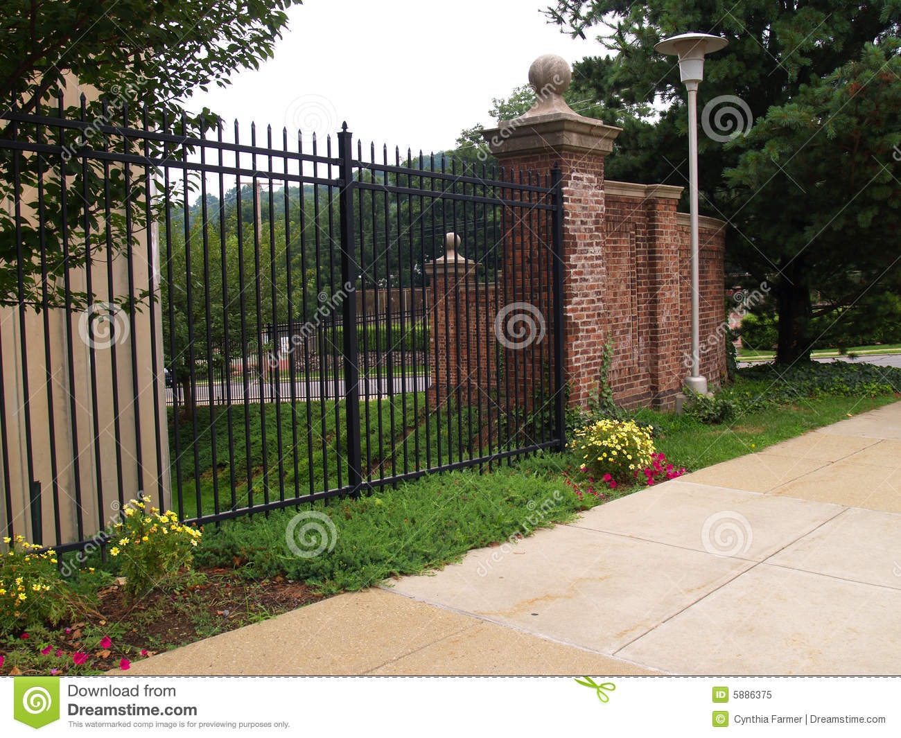 85 070 Black Fence Photos Free Royalty Free Stock Photos From Dreamstime