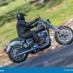 Vintage Harley Davidson Motorcycle Na Estrada Secundaria Imagem Editorial Imagem De Davidson Motorcycle 96974760