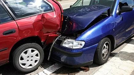 Image result for carro colidindo na traseira do outro