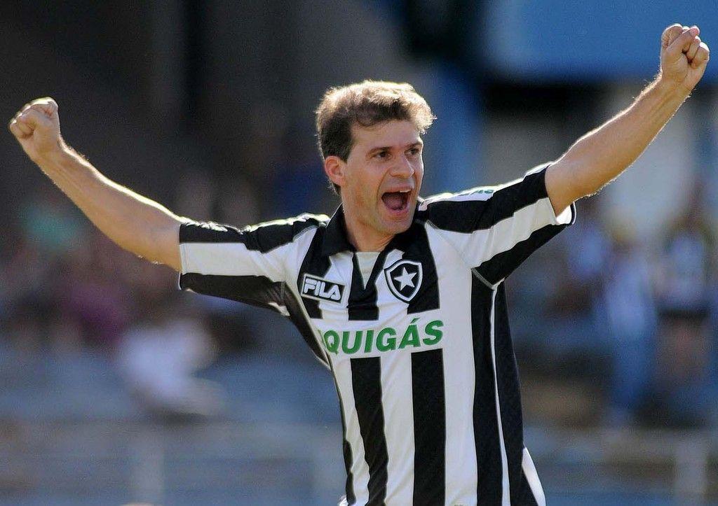 Justiça do Trabalho não reconhece vínculo de Túlio Maravilha com o Botafogo em projeto para mil gols