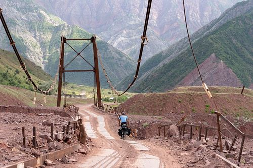 Fietser op de Pamir Highway
