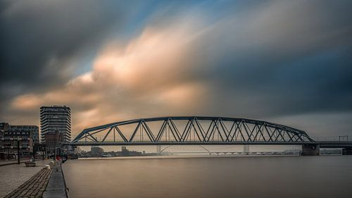 Spoorbrug Nijmegen (kleur)