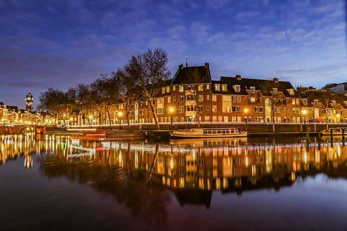 Sfeervol avondbeeld van de Bemuurde Weerd in de oude binnenstad van Utrecht