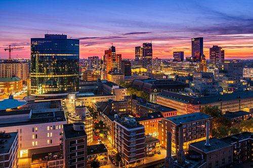 Uitzicht over Rotterdam tijdens zonsondergang