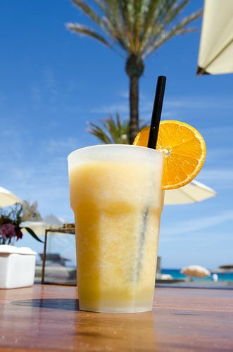 Cocktail bij de beachclub