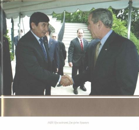 Джордж Буш пен Амангелді Шабдарбаев.