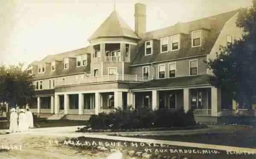 Pointe-Aux-Barques-Hotel-Postcard