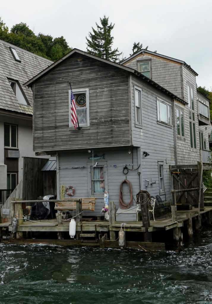 Fishtown Cottage - A quant dockside cottage in historic and famous Fishtown.