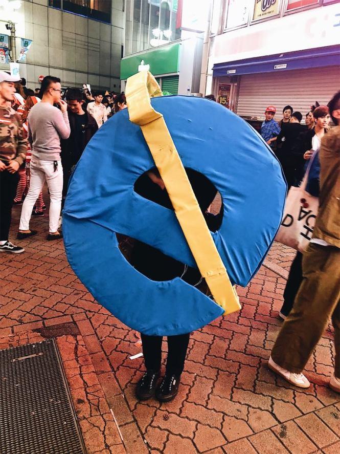 internet explorer halloween costume in shibuya tokyo japan