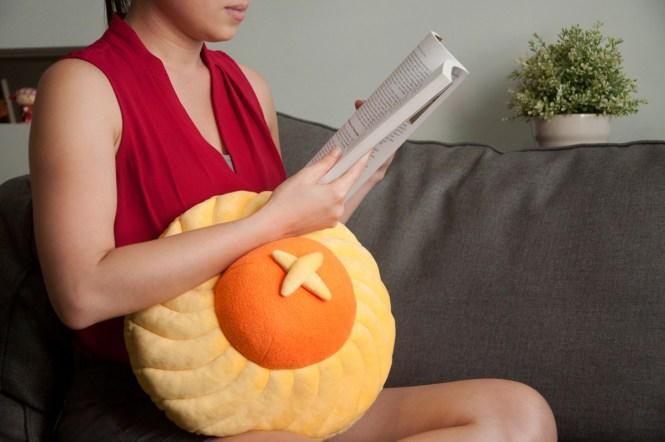 pineapple-tart-cushion