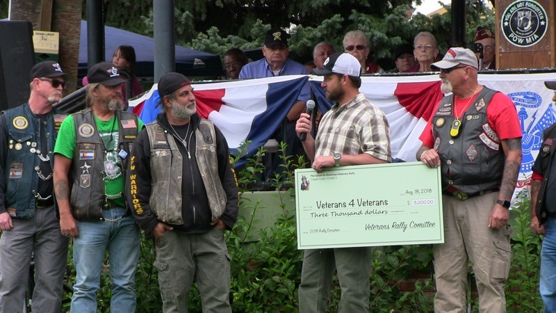 Veterans Rally Committee representatives (R) present a $3000 check to members of Vets 4 Vets (L).