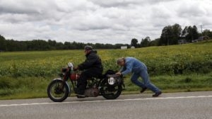 New Yorker Eric Dunk broke a chain while riding through the back roads of Pennsylvania. Benevolent citizens brought him a new one (that was already sized) and then gave him a push to get back on his way.