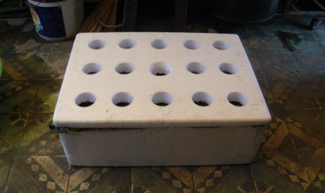 Cách đục lỗ thùng xốp