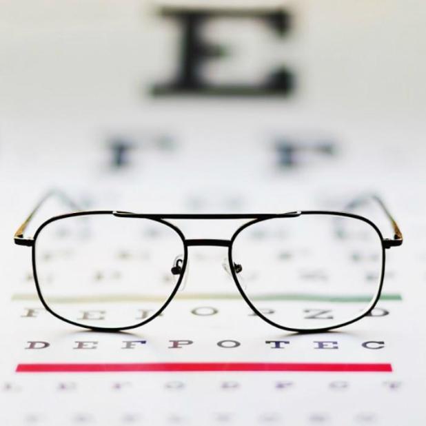 mắt kính cận