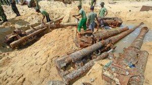 K 126b-- Hidden LTTE guns on beach