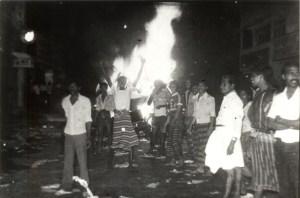 20--1983 Borella rioters - burning