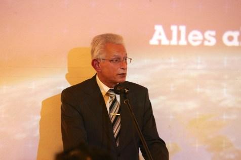 Bezirksbürgermeister Norbert Kopp bei der Eröffnung der Ausstellung. Foto: THW/Jan Holste
