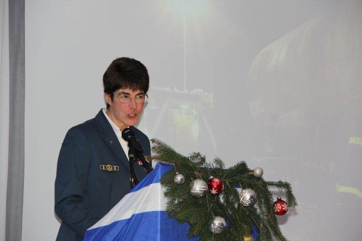 Ortsbeauftragte Hedwig Karkut begrüßt die Gäste. Bild:THW/Paul Jerchel