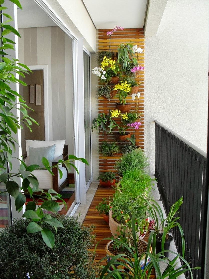 varanda com painel de madeira