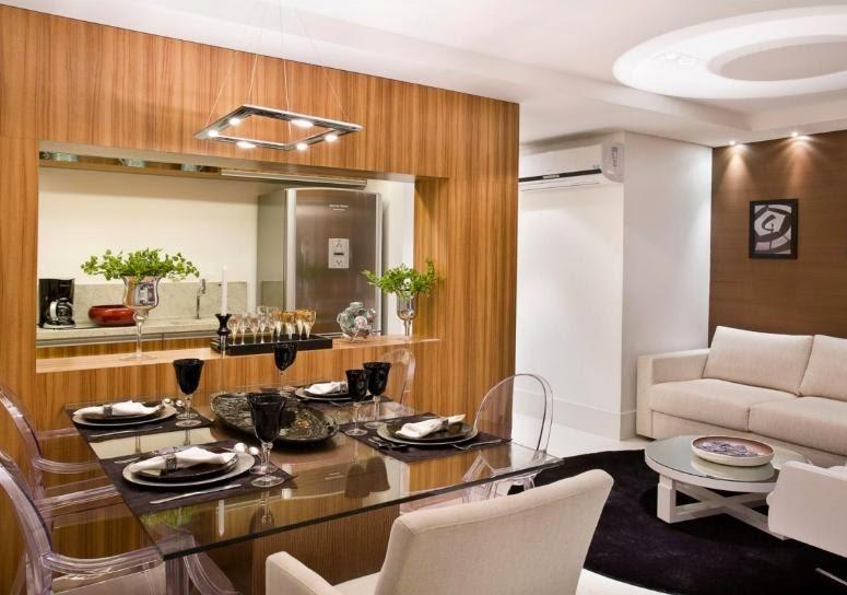 Cadeiras  transparentes, ótima opção para sala de jantar pequena