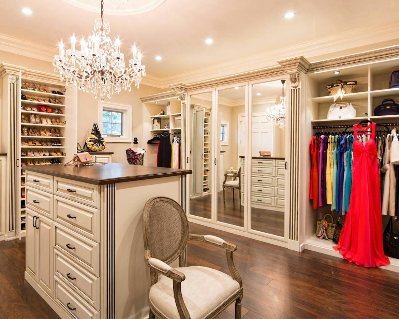 Closet estilo clássico com muito requinte