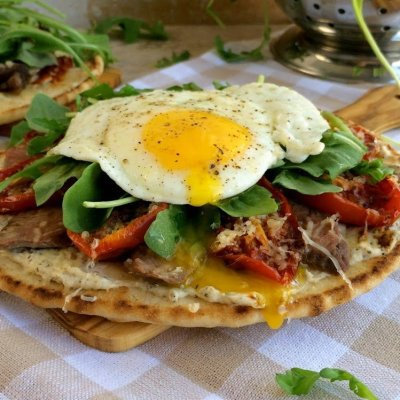 Steak Egg & Arugula Flatbread