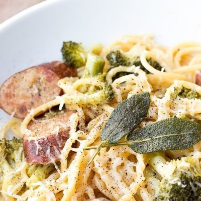 One Pot Roasted Garlic Spaghetti with Chicken Kielbasa and Broccoli
