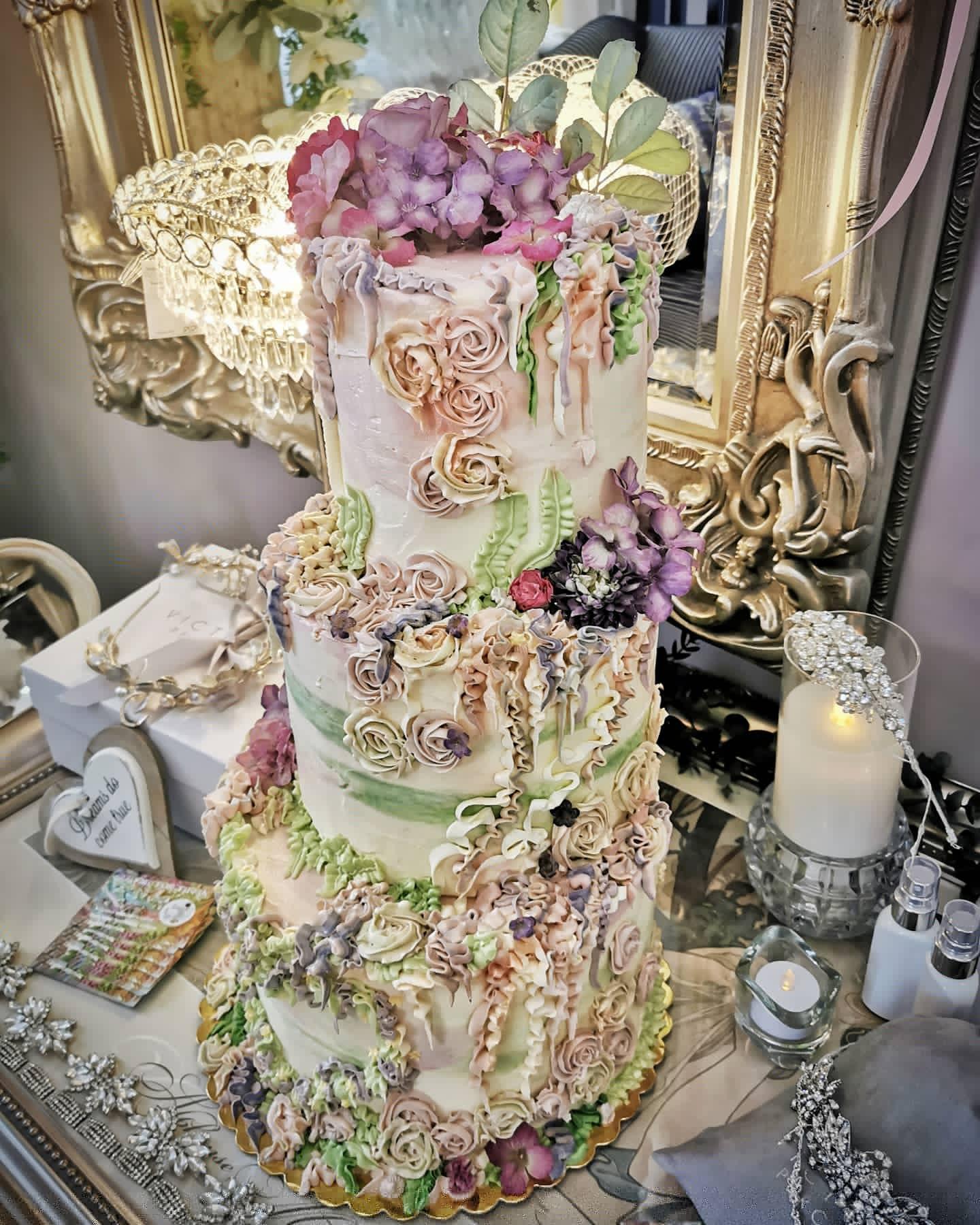 thyme for tiffin wedding cake