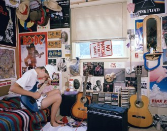 what-these-iconic-photos-of-90s-teens-in-their-bedrooms-can-teach-jeff-d_green-room-teenanger_home-decor_cheap-home-decor-websites-fabric-and-peacock-decorating-catalogs-country