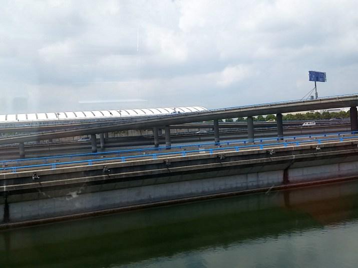 上海リニアモーターカー