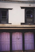 casa con porte lilla a tansen