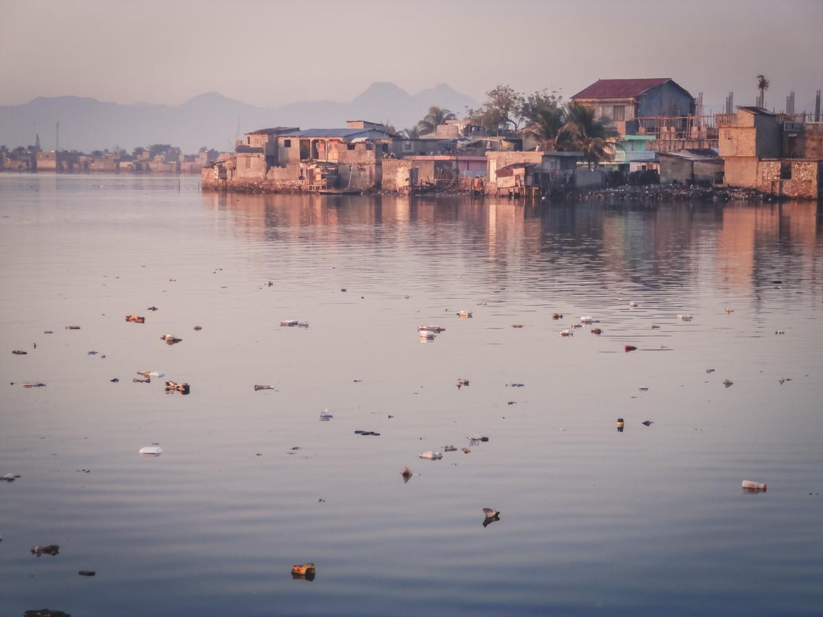 i rifiuti nelle acque di cap haitien