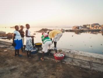pulizia del pescado fresco a cap haitien