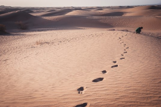 Walking in the desert in Fahraj
