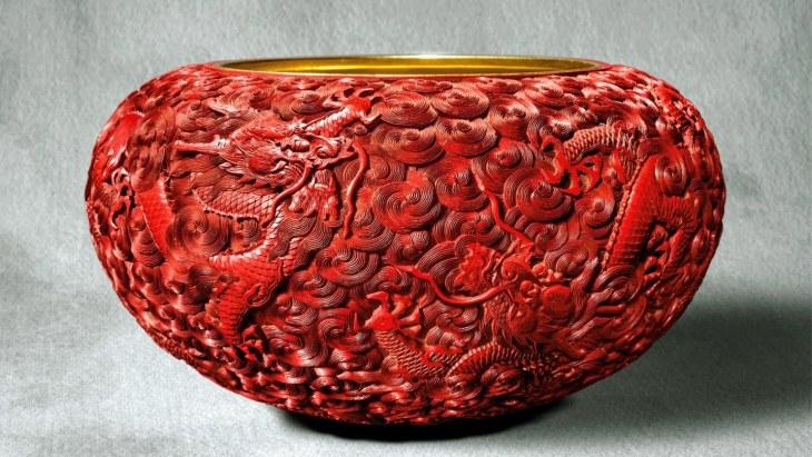 Coupe à l'aumône Cinabre, dynastie Qing, période Qianlong