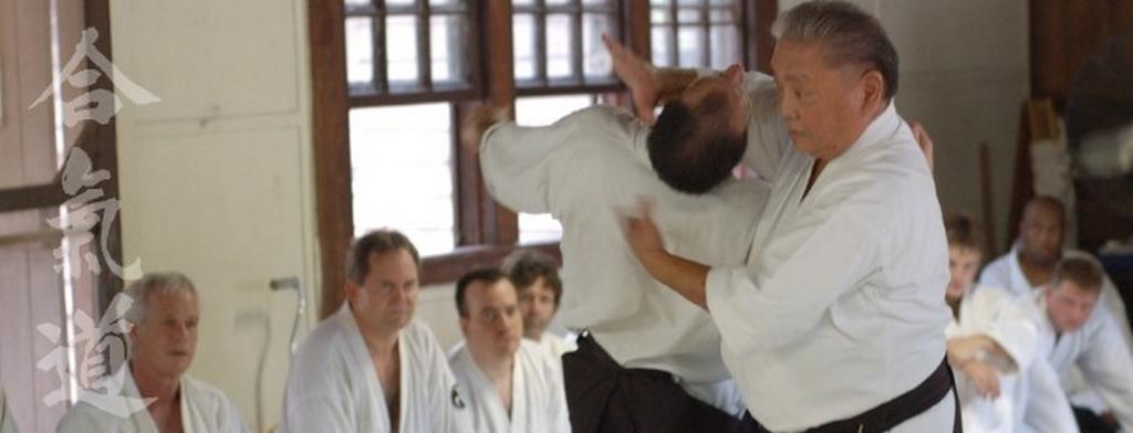 Roy Suenaka Sensei, fondateur de Wadokai Aikido, effectuant une technique de Kokyu-nage