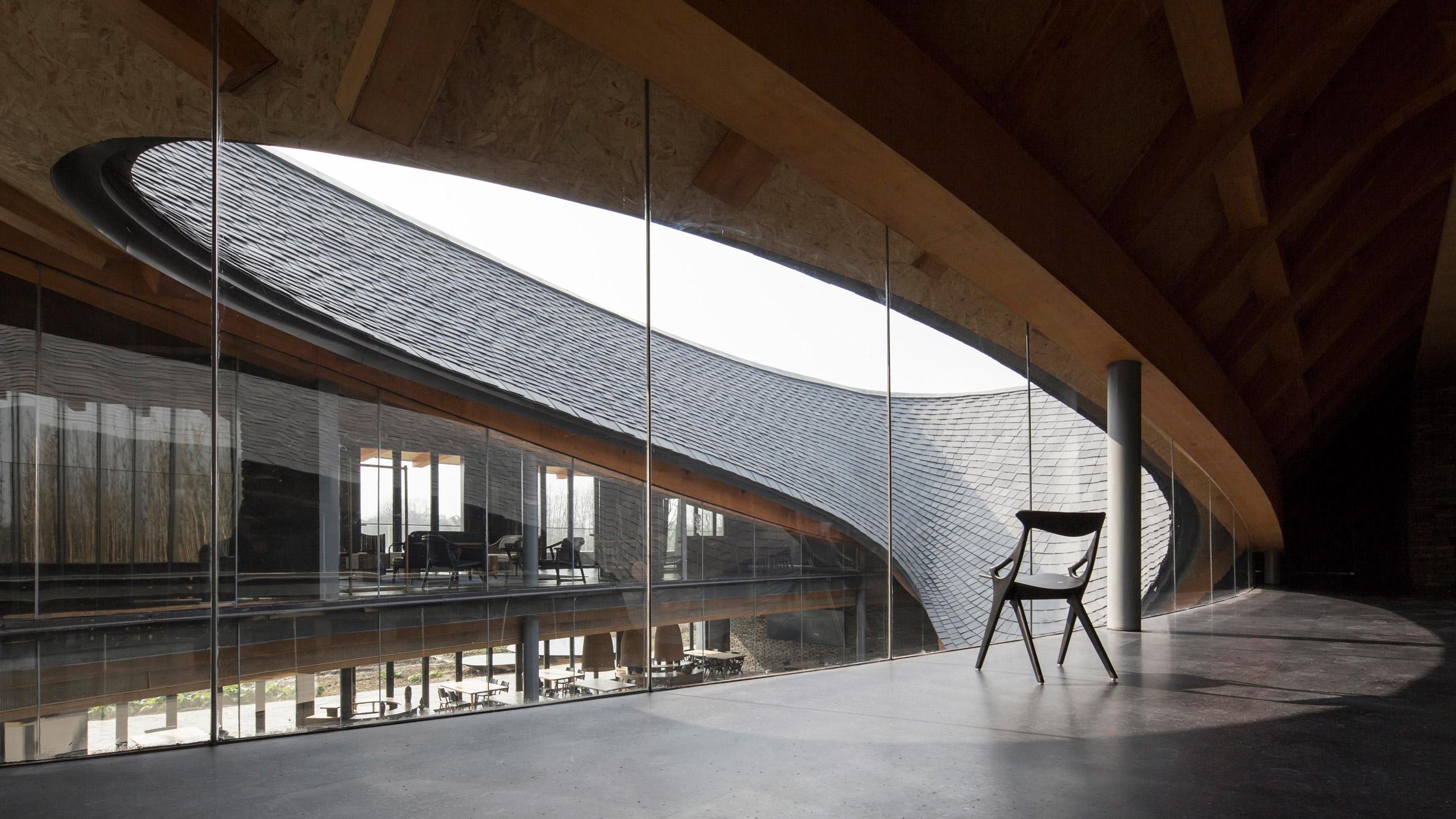 Toit en tuile courbe du centre culturel d'Inkstone House photographie de Yang Tianzhou