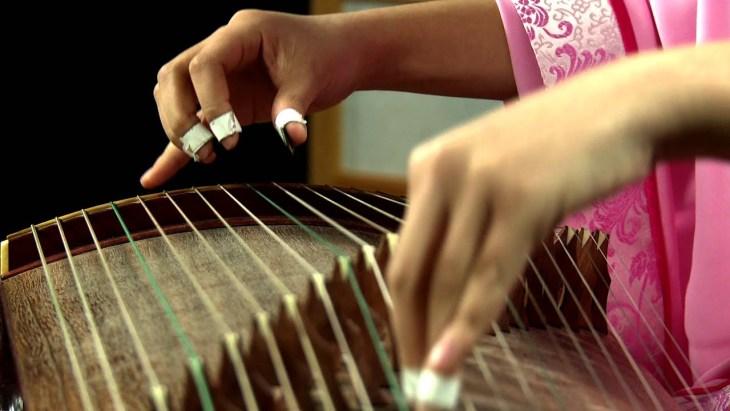 Le guzheng, un instrument de musique à cordes pincées traditionnel chinois