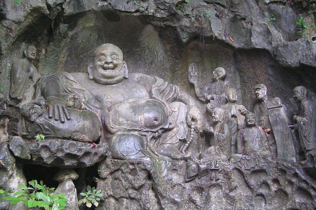 Sculpture de Maitreya et de ses disciples dans les grottes de Feilai Feng
