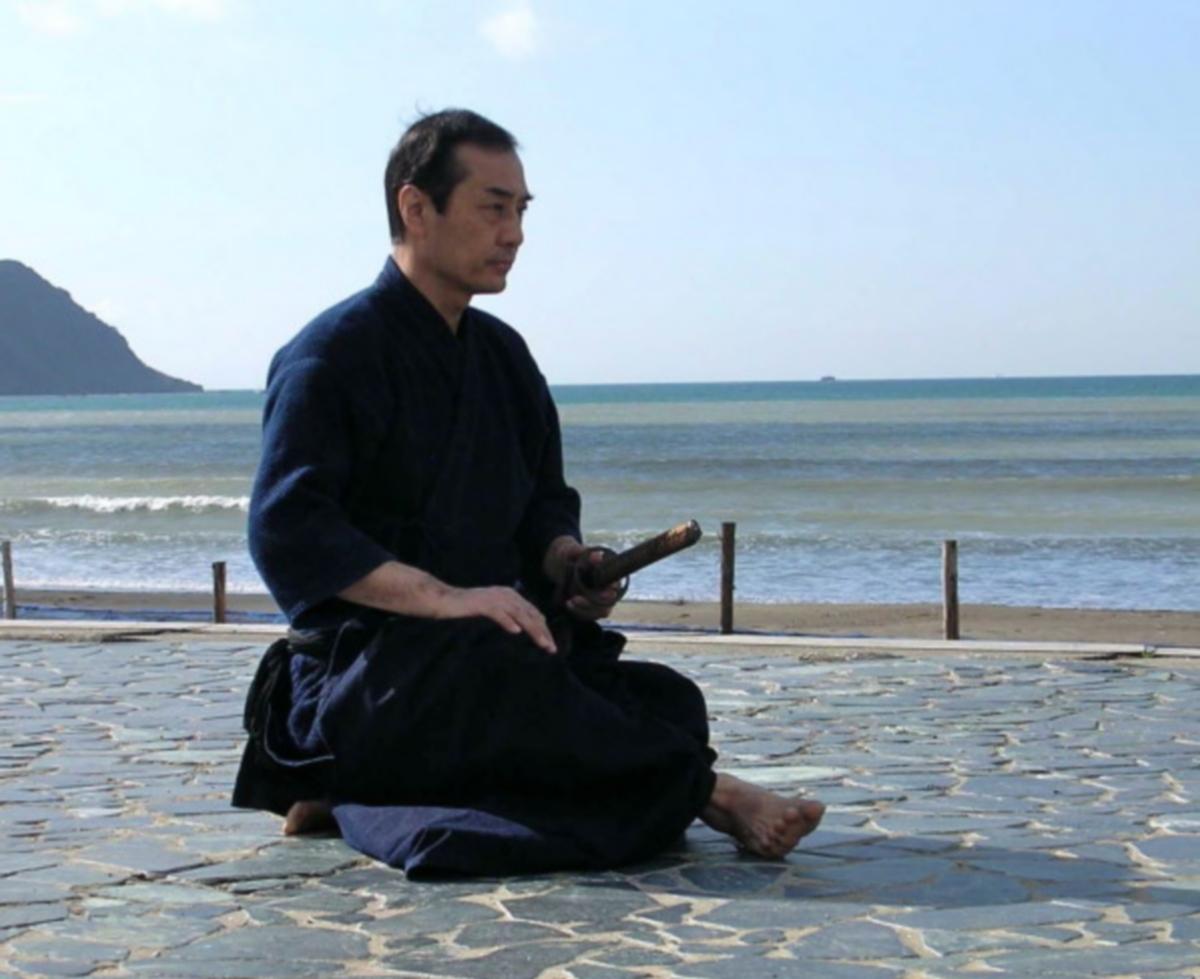 Tetsuzan Kuroda pratiquant le Iaijutsu