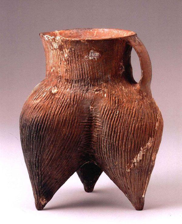 Poterie à une oreille, grès néolithique