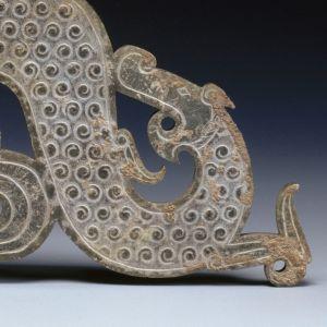 Dragon, détail pendentif retrouvé dans une tombe de la dynastie des Zhou orientaux