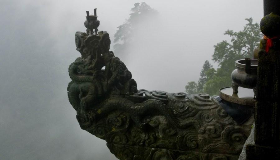Brûle-encens à tête de dragon du palais du Pic du Sud
