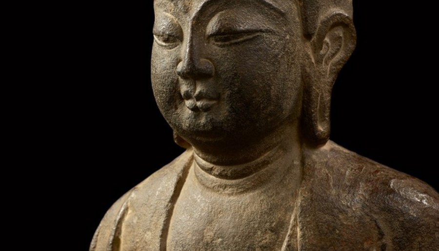 Bouddha Shakyamuni, en pierre calcaire finement sculptée, dynastie Tang